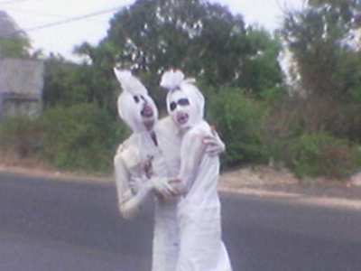 http://arsitexcommunity.files.wordpress.com/2009/03/pocong-arsitex-5.jpg
